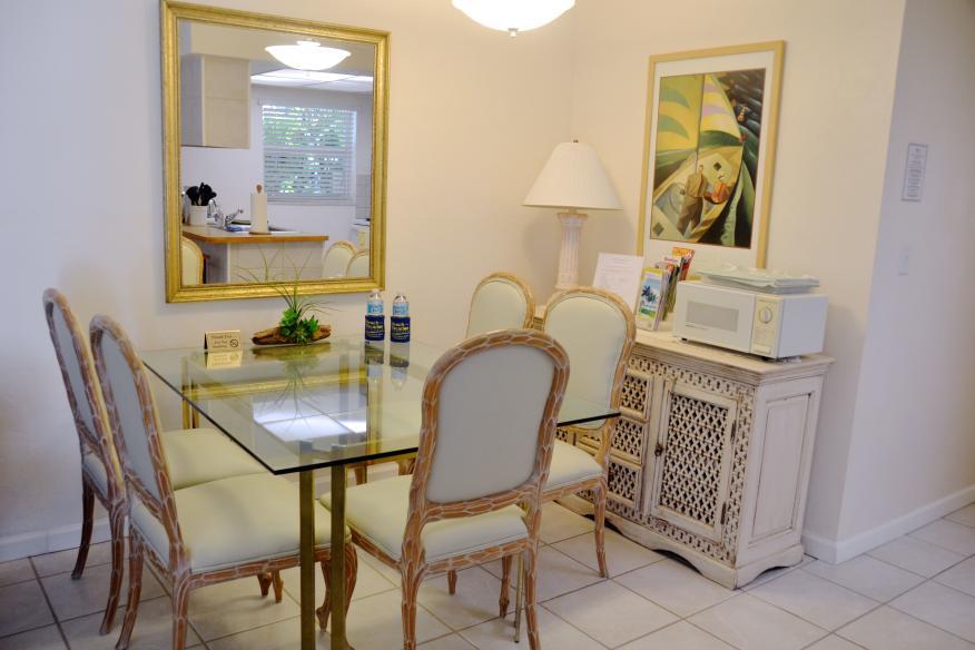 Standard 1/1 dining room