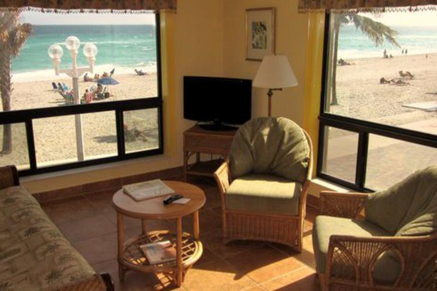 Corner Ocean Front, one bedroom apartment/livingroom