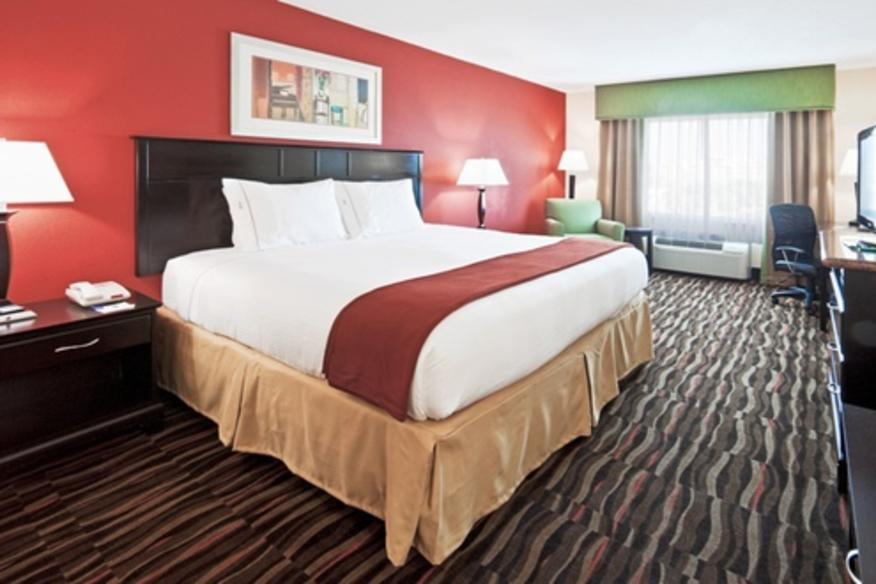 HOLIDAY INN EXPRESS HOTEL & SUITES-FT. LAUDERDALE AIR/SEA PORT