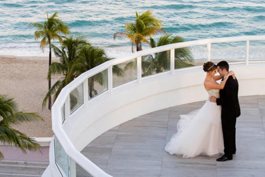 Wedding Couple in BalQony Rotunda