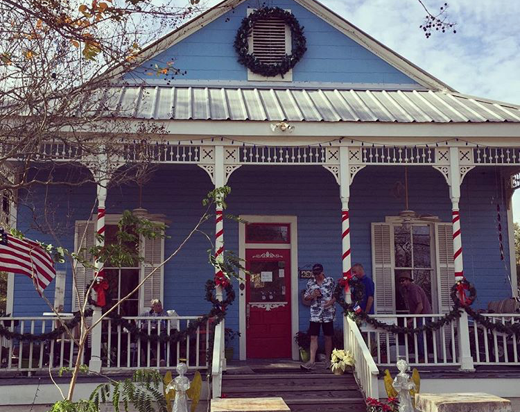 Holiday Shopping in Old Mandeville