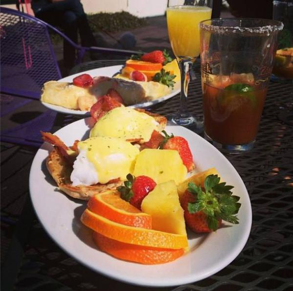 Logon Café Brunch