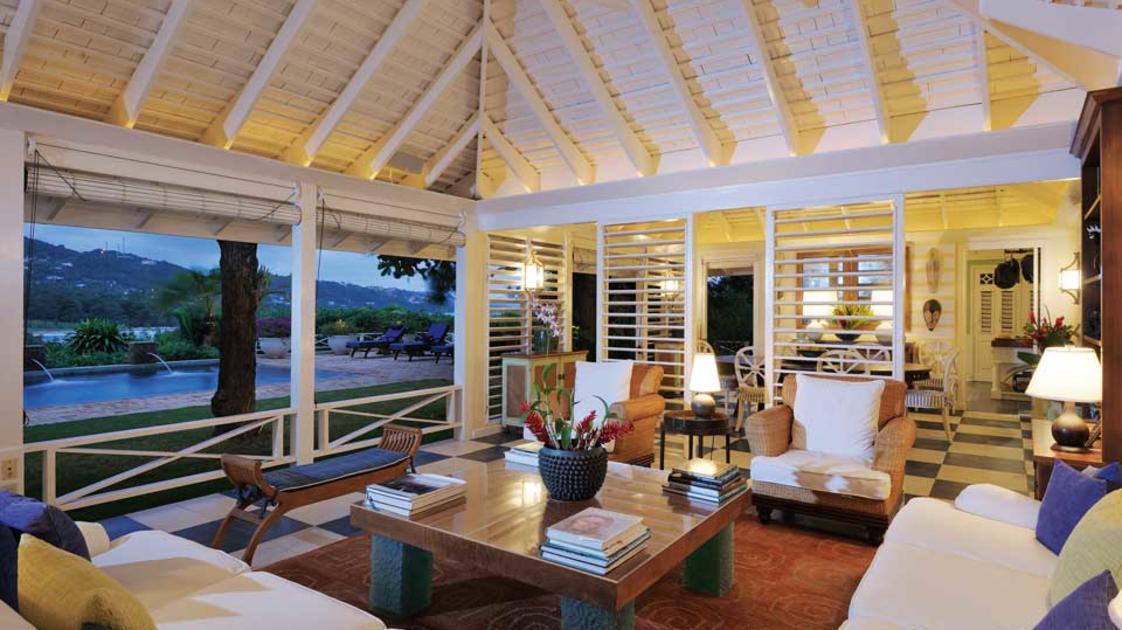 Deluxe-Villa-Suite-Living-Room