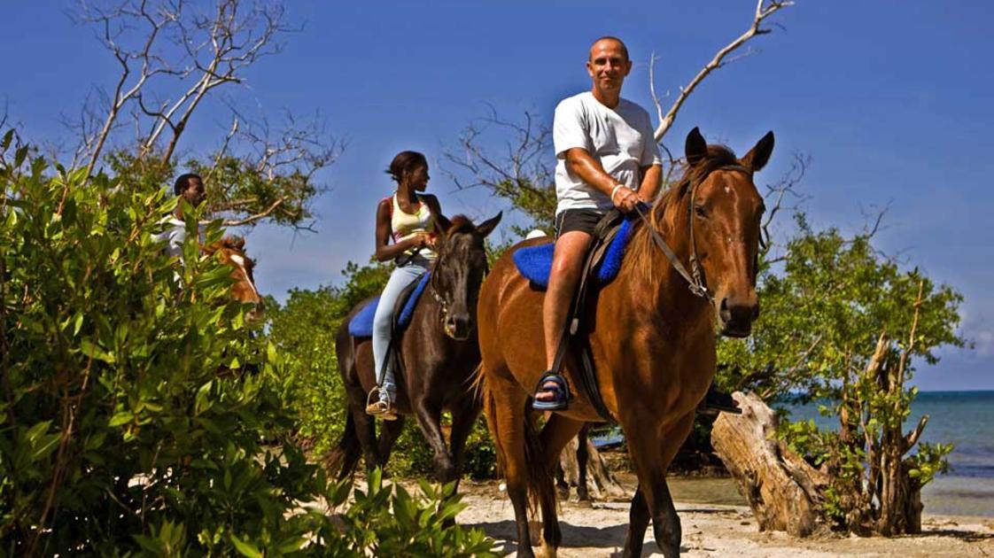 Horseback-Ride-Swim-2