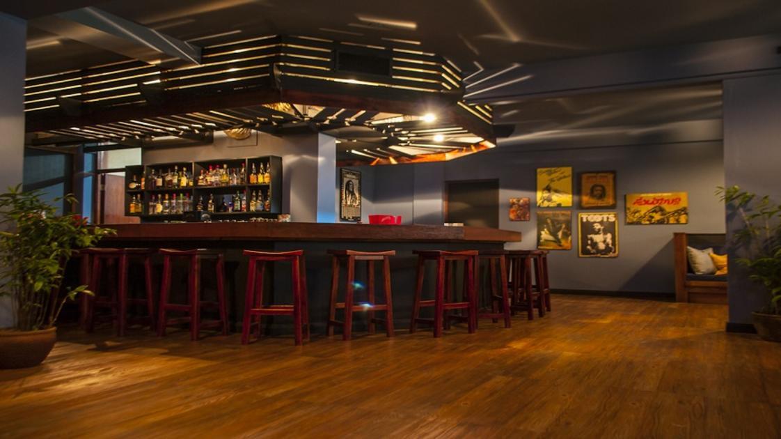 MandevilleHotel_MA Pub