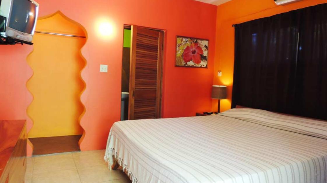 Sunrise Club Negril room2