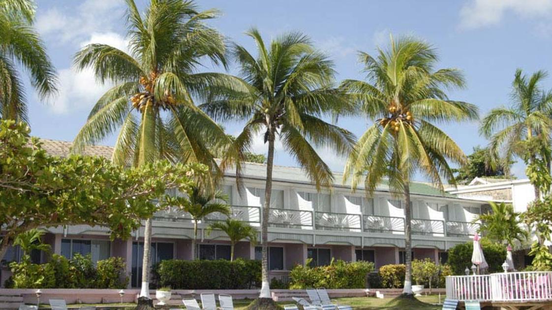 Shaw Park Beach Hotel 4