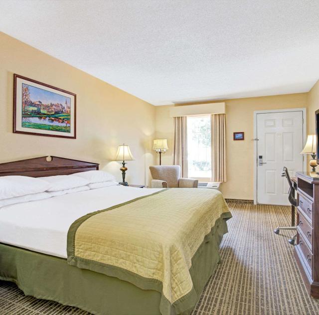 Baymont Inn & Suites King Room