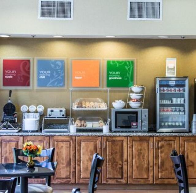 Comfort Suites Clayton Breakfast Area