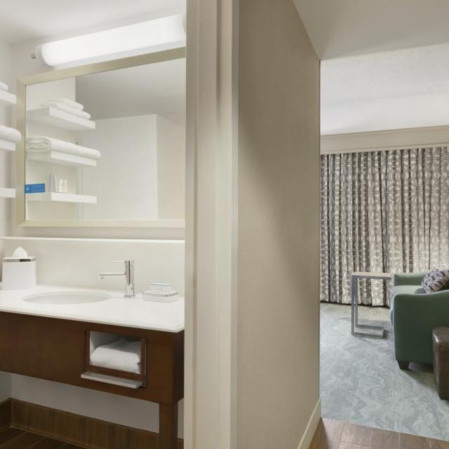 One Bedroom Single King Suite with Sofabed - Renovated 2016