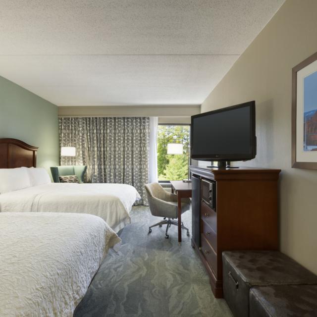 Two Queen Bed Guestroom - Renovated 2016