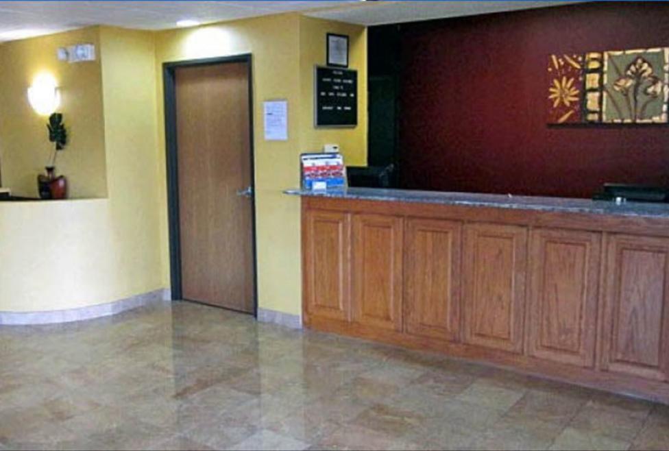 Motel 6 - DFW Airport South - Front Desk