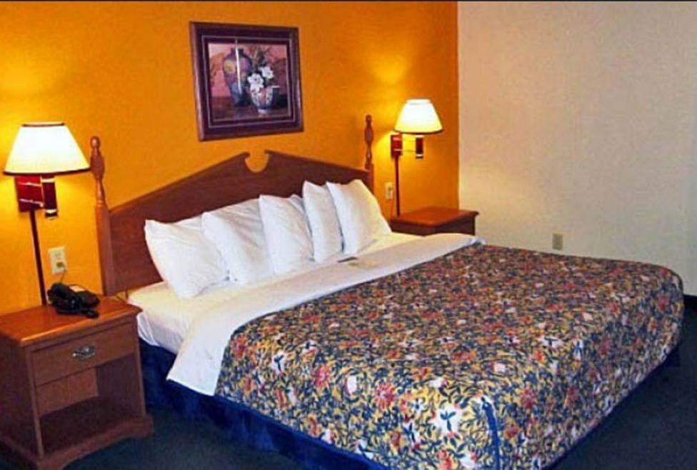 Motel 6 - DFW Airport South - king