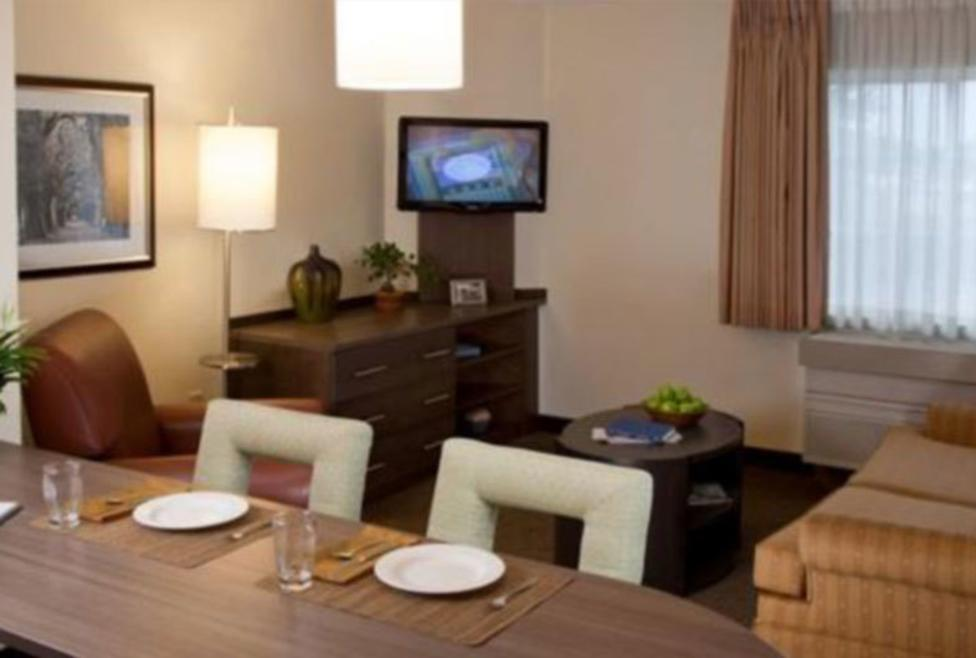 Candlewood Suites - Dine In