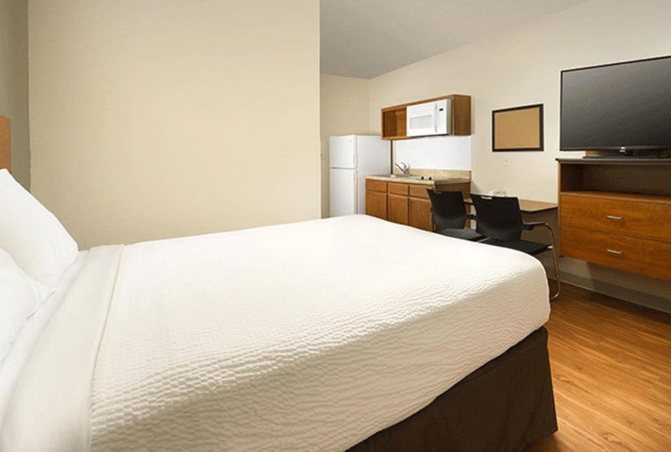 Woodspring Suites Queen