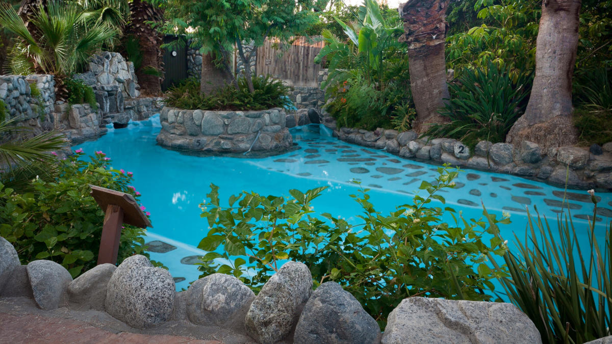 twobunchpalmspool romantic couples massages in greater palm springs