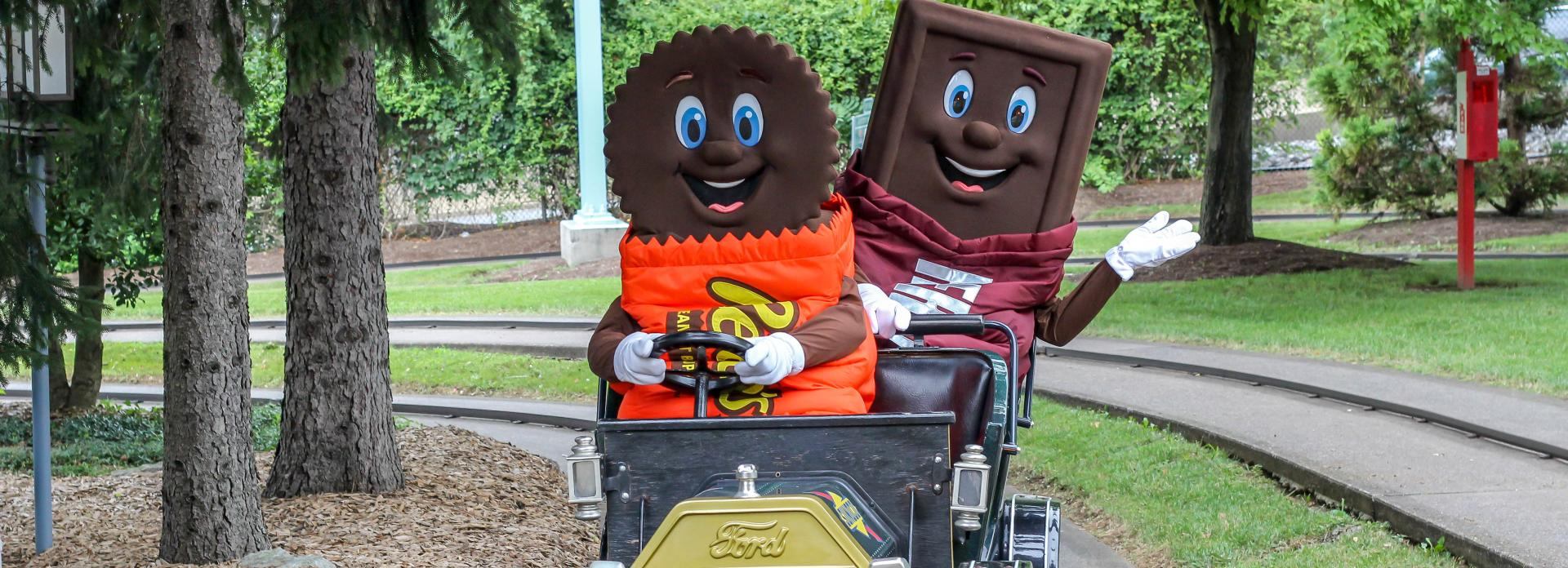 Hersheypark-antique-cars-reeses-hershey