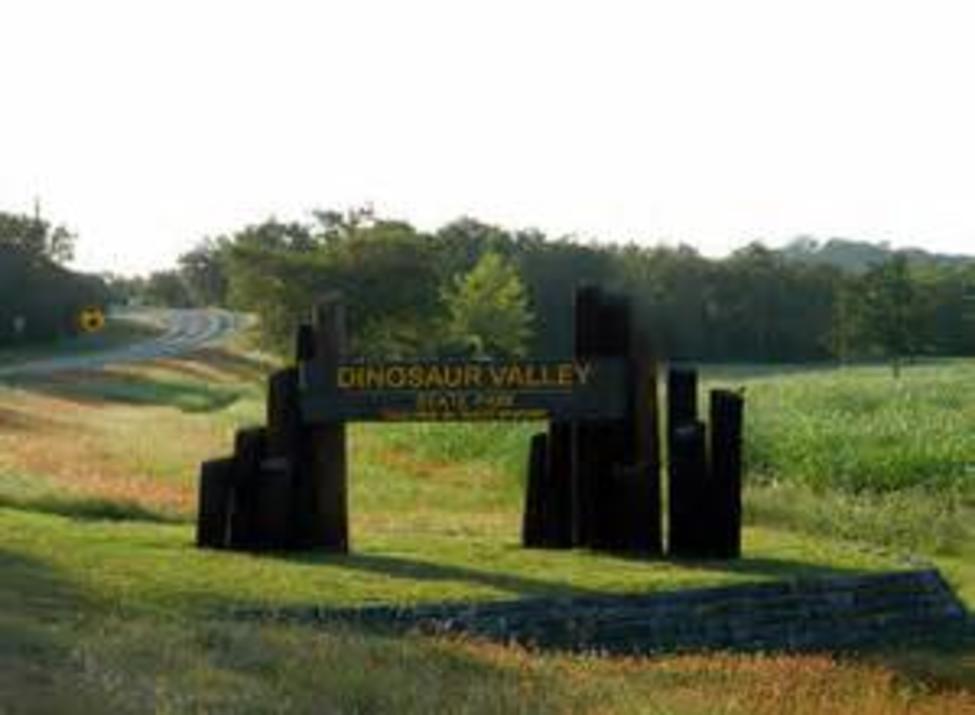 Dinosaur Valley State Park Sign