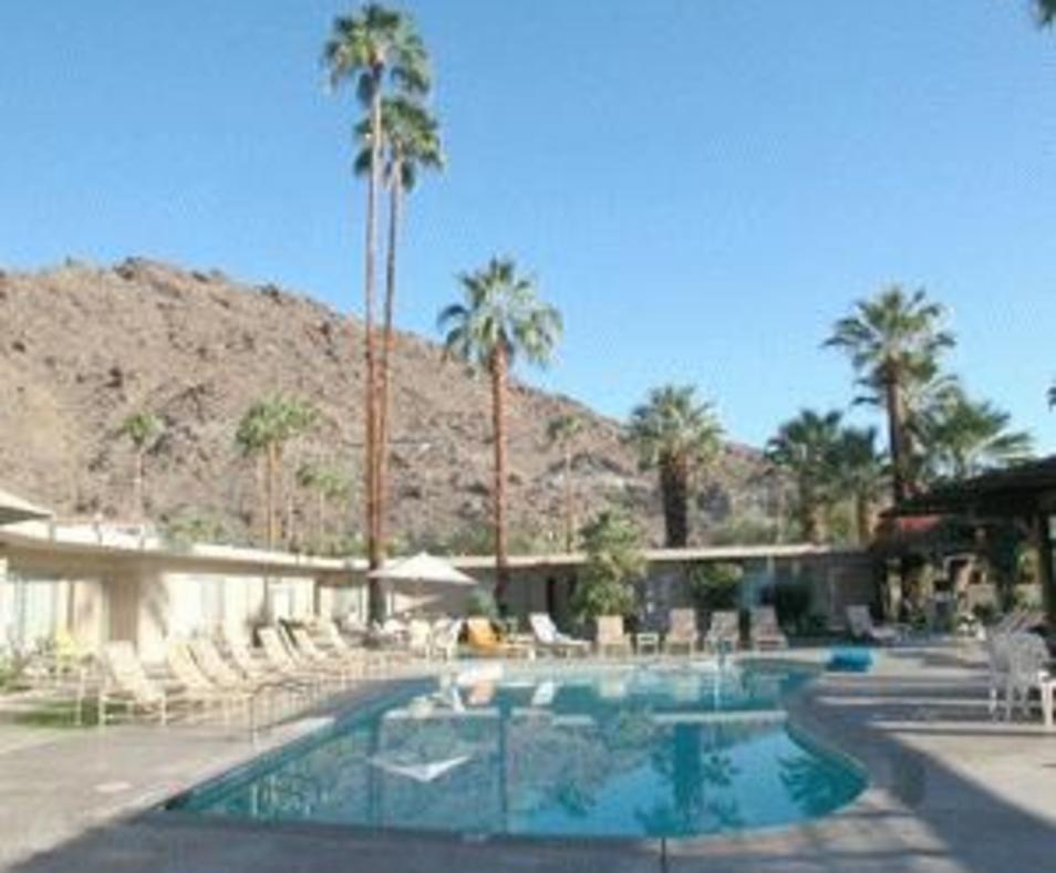Desert Hills Hotel