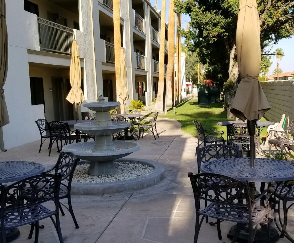 Quality Inn courtyard