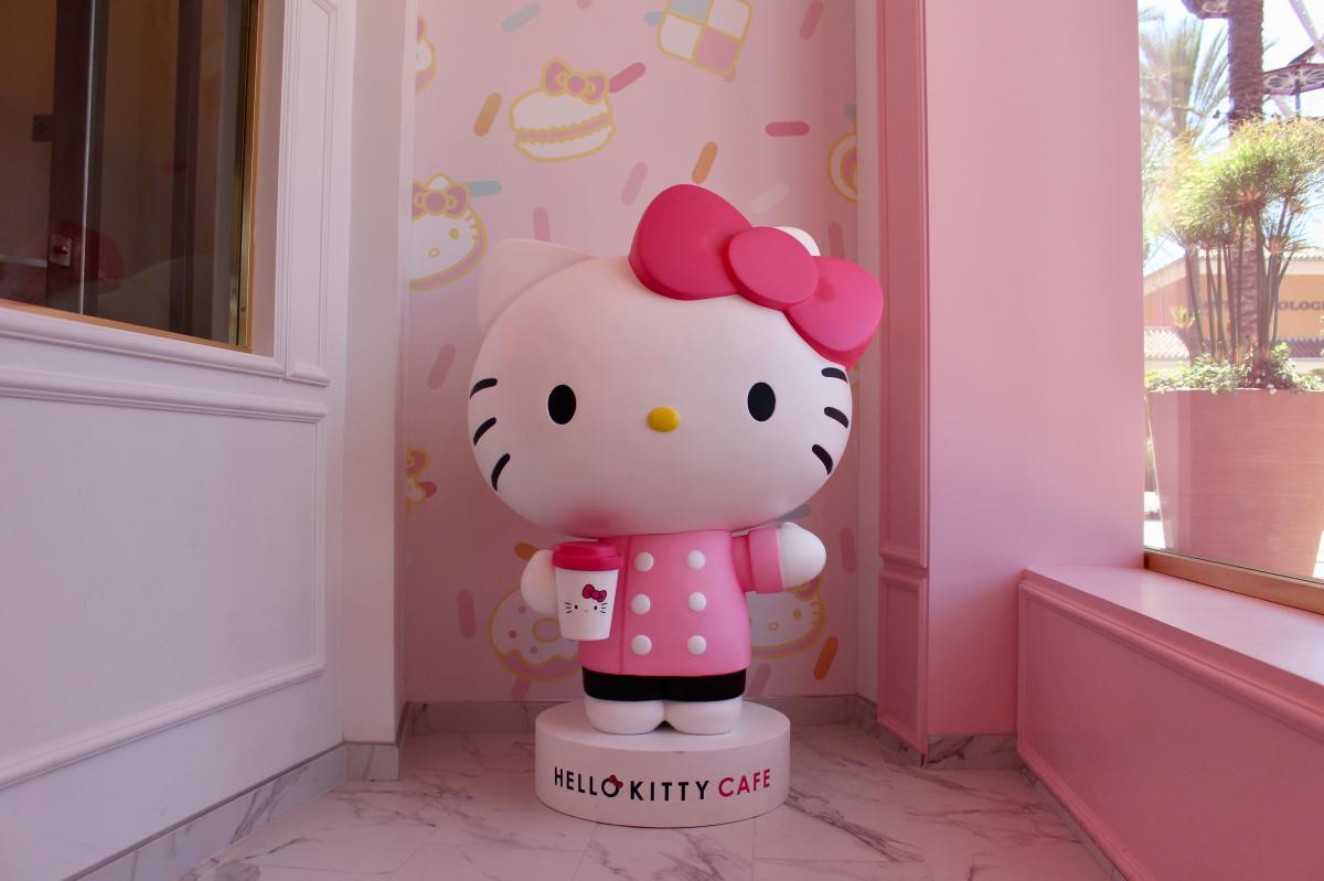 Hello Kitty statue at Hello Kitty Cafe