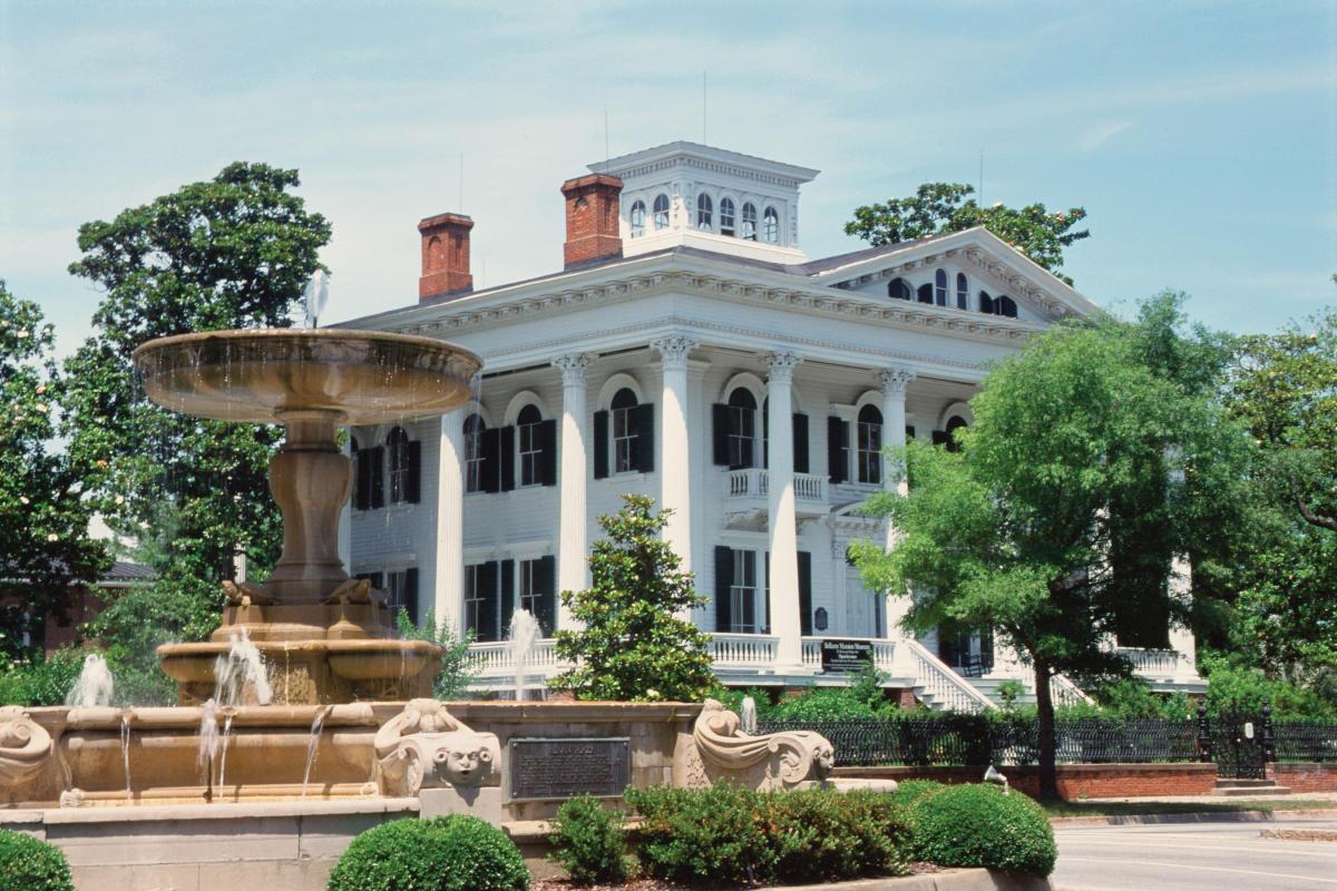Bellamy Mansion Museum & Kenan Fountain