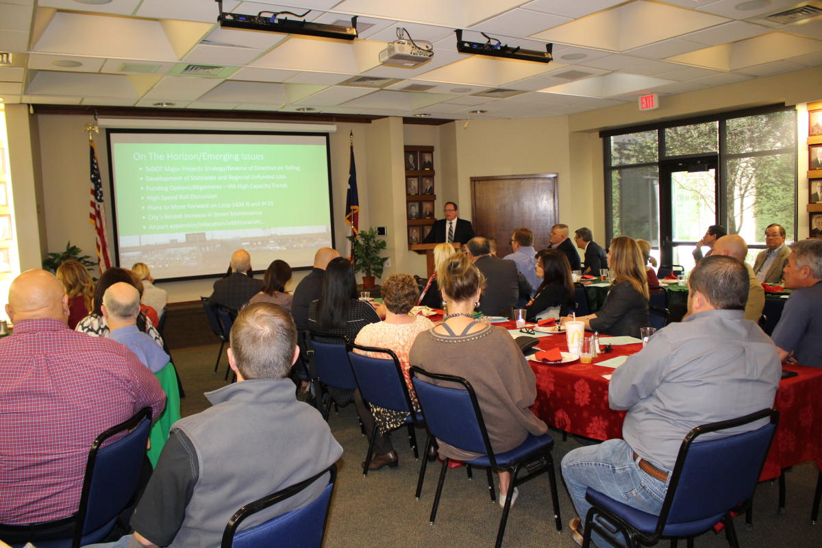 ic Boyer presents to the Chamber Board