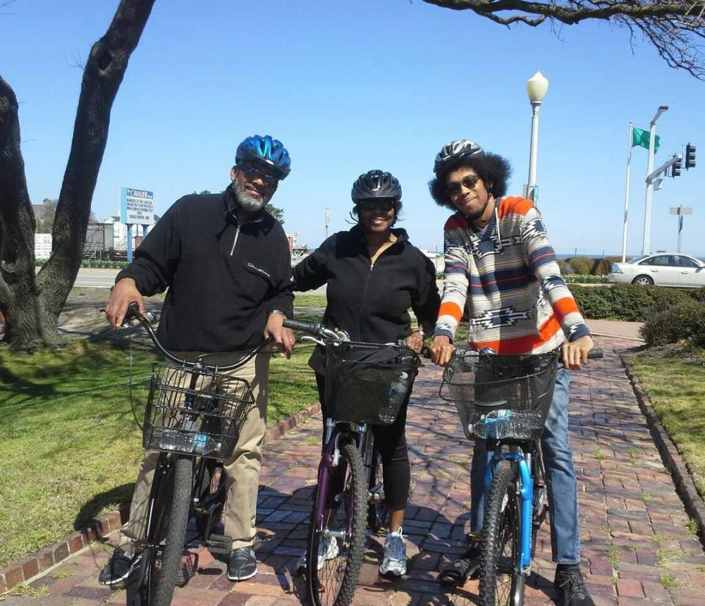 Mary_with_fam_on_bikes01.jpeg