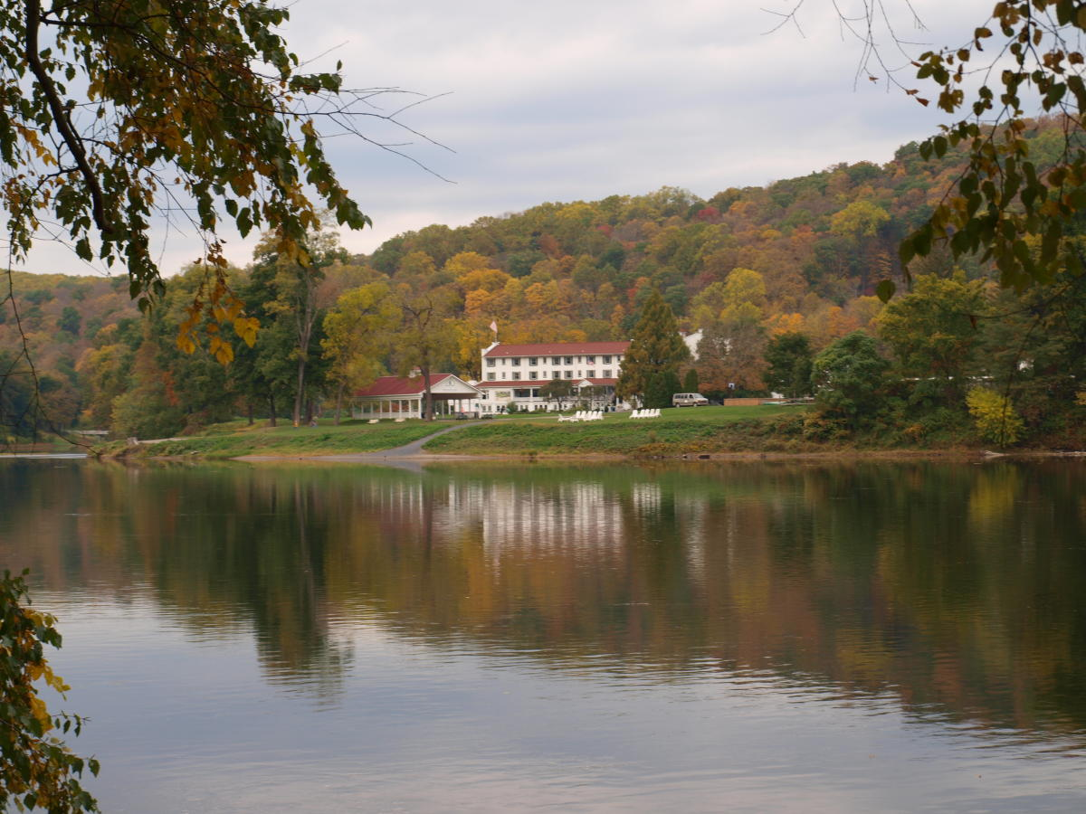Shawnee Inn & Golf Resort's fall landscape