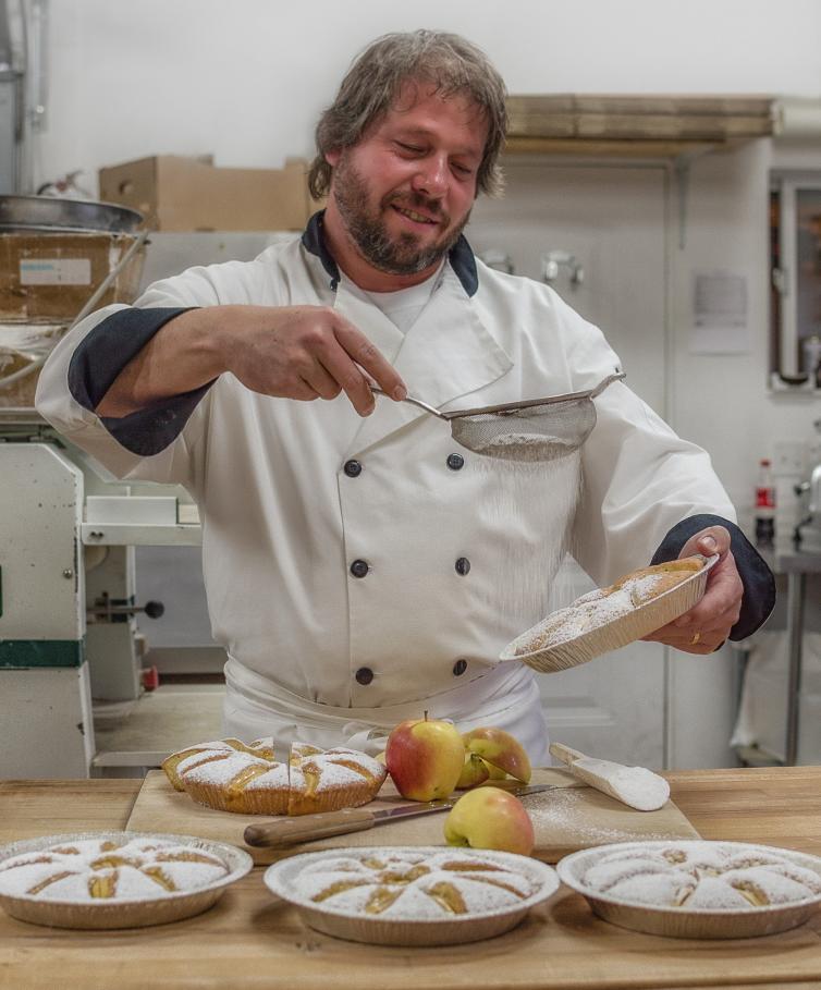Apple cake (Bread on Wheels)