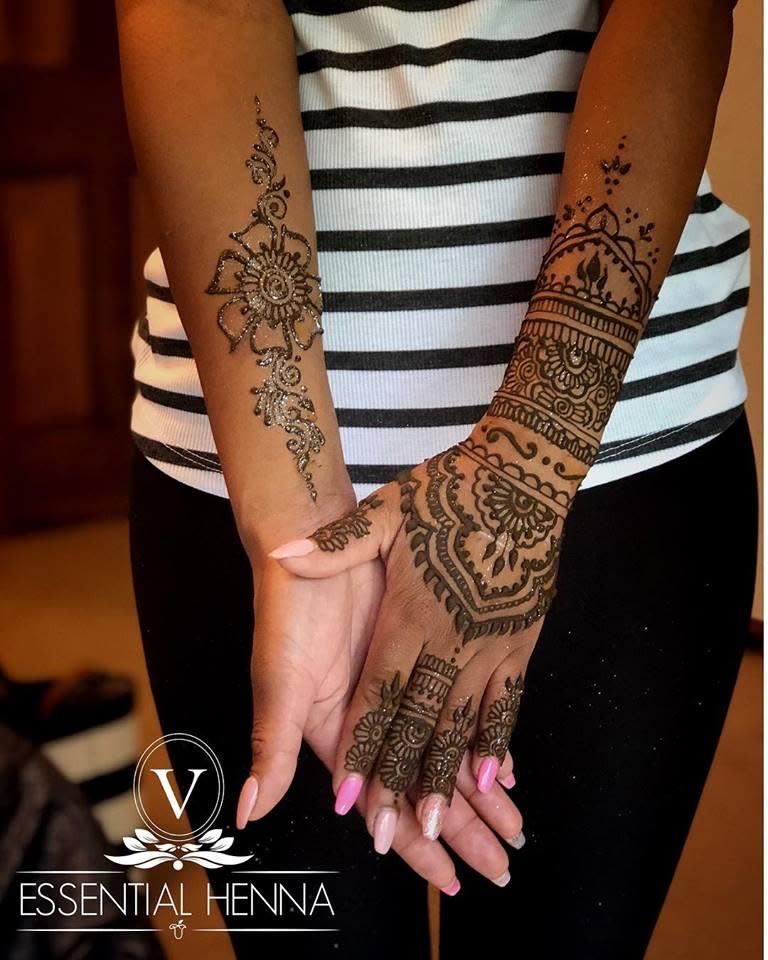 Mehndi arms