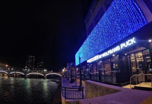 Grand Rapids Holiday Lights Riverwalk