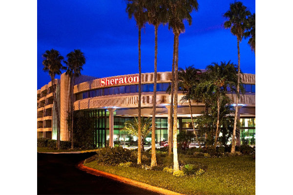 Sheraton Tampa East Hotel ( exterior night )
