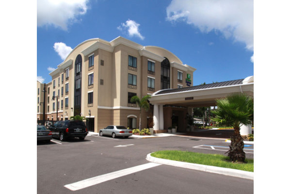 Holiday Inn Express & Suites - Busch Gardens/USF