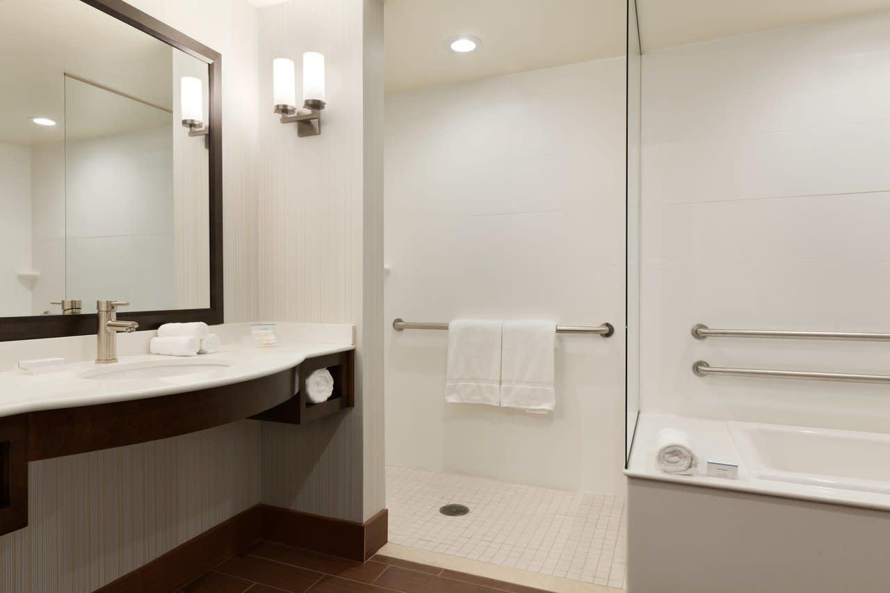 Hilton Garden Inn Boston Logan Airport   1 King 1 Bedroom Suite   1062314