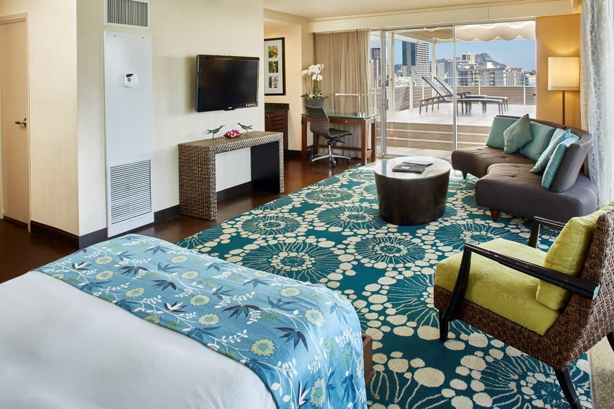 DoubleTree by Hilton Alana – Waikiki Beach