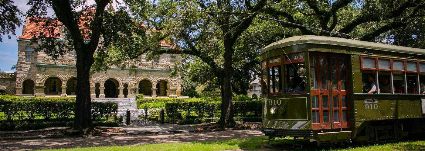 Uptown garden district neighborhoods new orleans for Houses for rent in baton rouge garden district