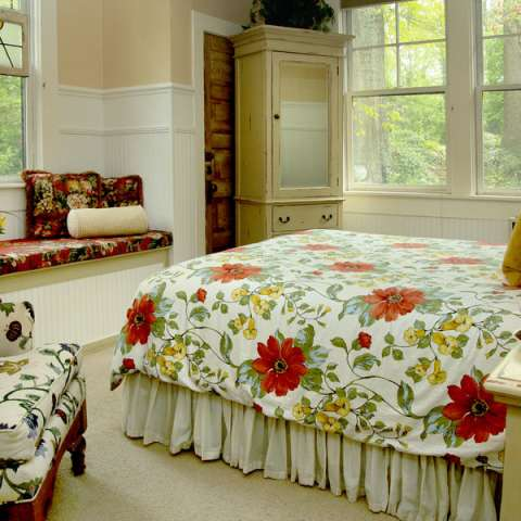 Asheville n c places to stay hotels resorts cabins for Places to stay in asheville nc cabins