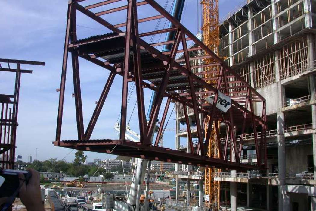 Hilton Americas-Houston skybridge being placed during expansion