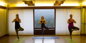 Alyesaka Resort Yoga class relaxation retreat