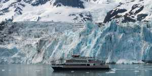 Glacier day cruise in Prince William Sound with Phillips
