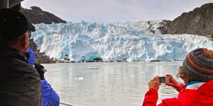 Alaska glacier day cruises near Anchorage in Kenai Fjords