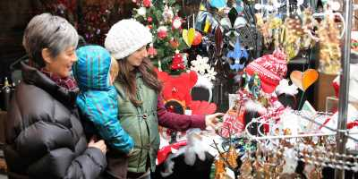 Holiday shopping in downtown New Albany