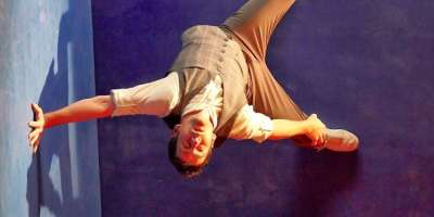 One-Man Show Defies Gravity, Bends Reality