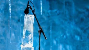 Microphone ver instruments made of ice
