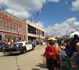 Mayberry in the Midwest parade showing crowd