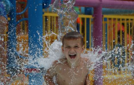 Roseland Waterpark splash factory