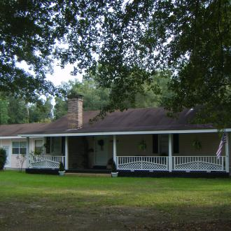 Lacombe Hotels - Pine Lily Retreat House