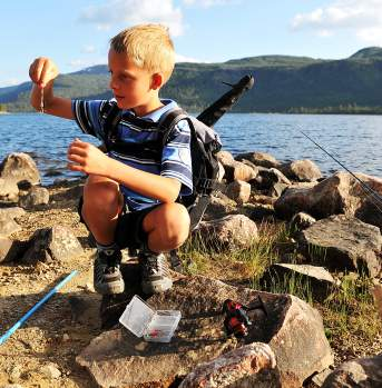 Children fishing in Hovden
