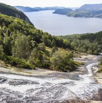 Hiking Skrelia Lyngdal Norway